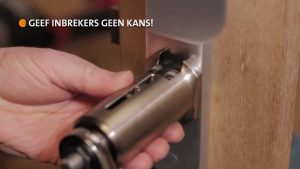 kerntrekbeveiliging met kerntrekker op deur